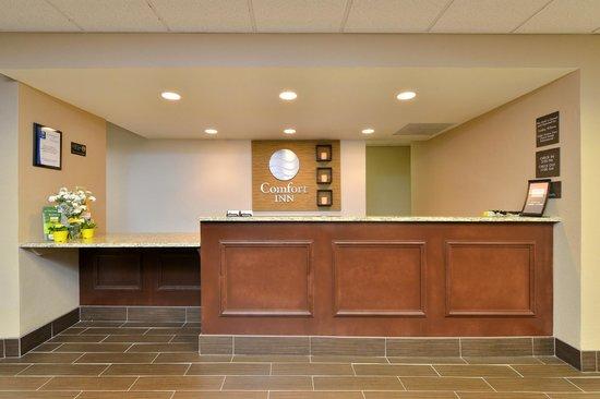 Comfort Inn Elizabeth City : Guest Services Front Desk