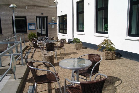 Hotel Frederikshavn - Soemandshjemmet: Outdoor cafe area (sommer)