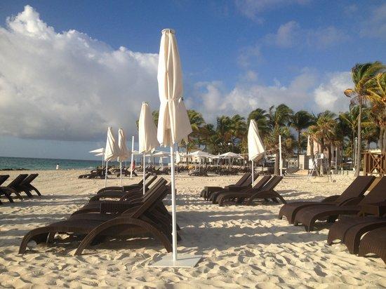 Memories Grand Bahama Beach and Casino Resort: Beach