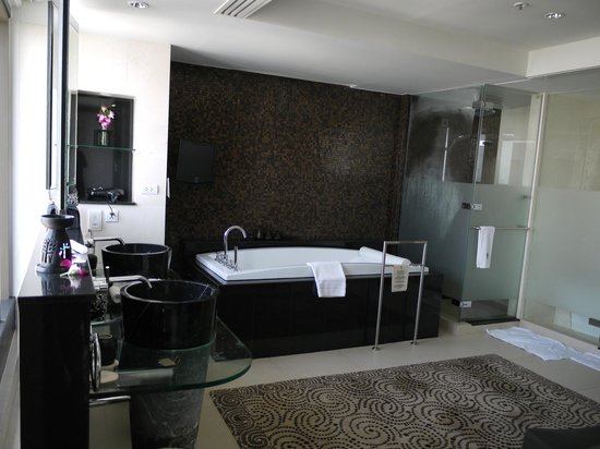 Banyan Tree Bangkok : Master Bathroom