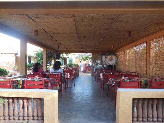 repas africain pour un bon prix avis de voyageurs sur le foyer restaurant de atelier theatre. Black Bedroom Furniture Sets. Home Design Ideas