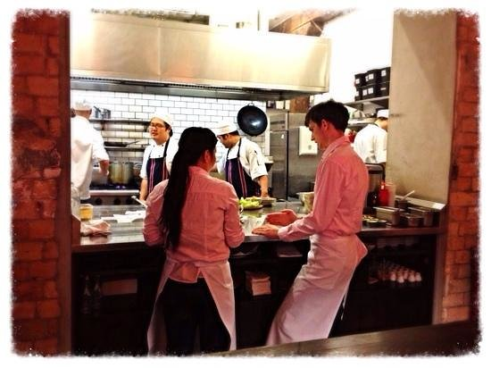 Cafe Hanoi : sit at the chefs table