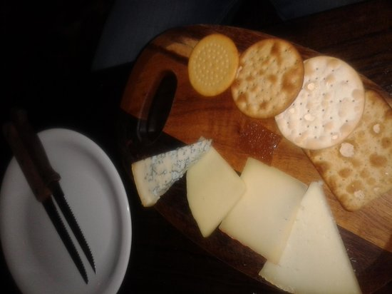 Salvador and Amanda - Covent Garden : Cheeseboard for 2!ABSOLUTELY PATHETIC!