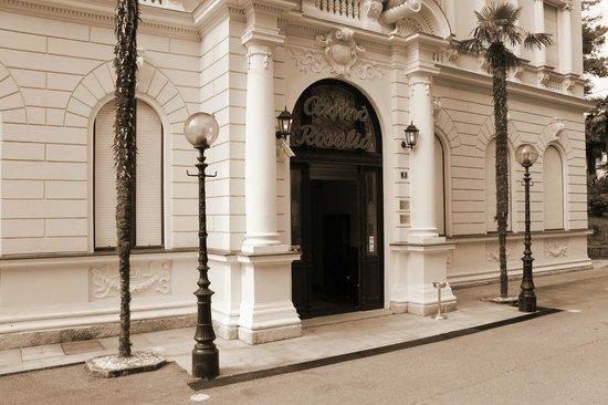 Casino Rosalija: Главный вход.