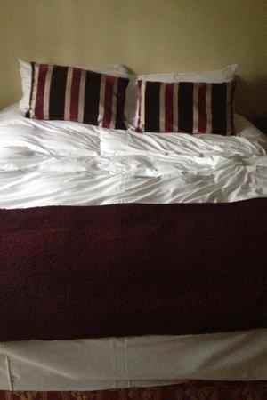 Birchover Darley Abbey: Big comfy bed!!