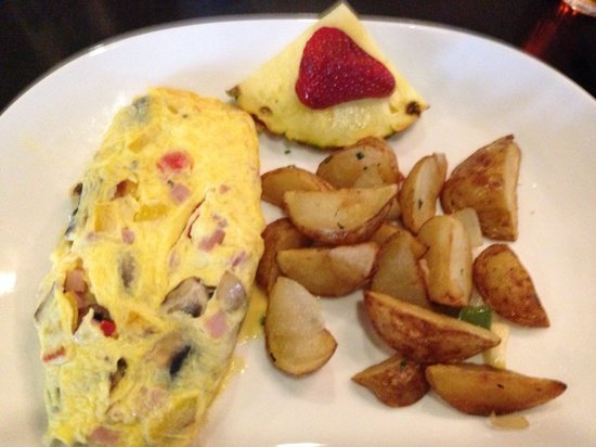 Cityhouse - Parc 55 Hotel: Omelet with potato side