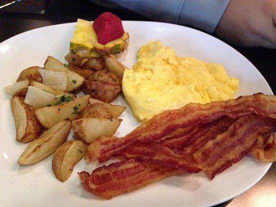 Cityhouse - Parc 55 Hotel: Eggs bacon potato sides