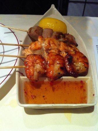 Osaka : Broches crevettes, thon, saumon