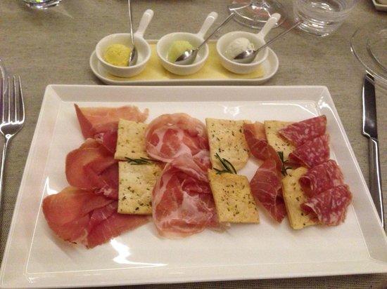 Hotel Relais San Lorenzo: Cheese ice cream as a starter !!