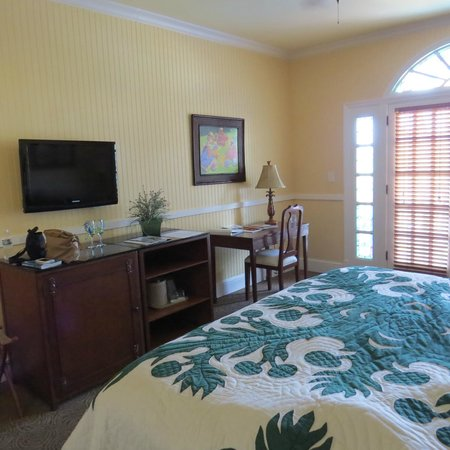 The Plantation Inn: Room 16, spacious and well appointed