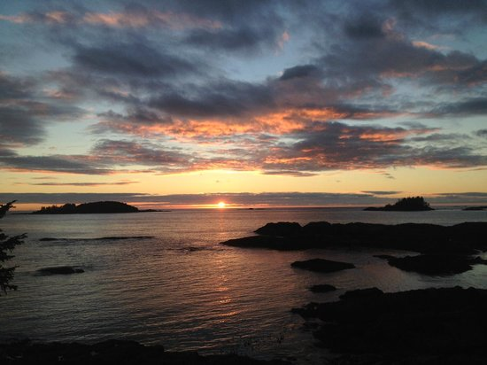 Wickaninnish Inn and The Pointe Restaurant: Sunset from our room