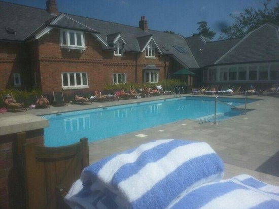 Ardencote : Lovely swimming pool and loungers