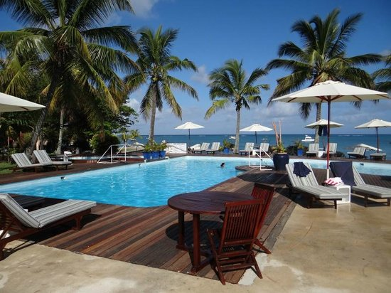 Mont Choisy Coral Azur Beach Resort: la piscina