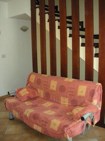 Salento Sun & Sea : Divano-letto del soggiorno