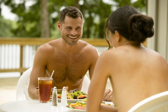 Cypress Cove Nudist Resort: Dine with an amazing view at the Lakeside Restaurant