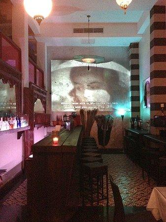 CasaBlanca Hotel: bar