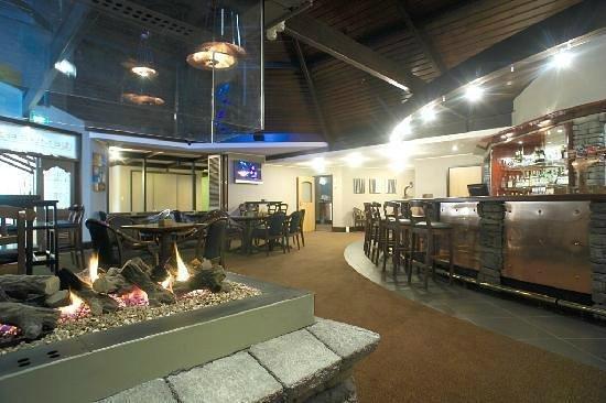 Emberz Restaurant: Emberz Bar