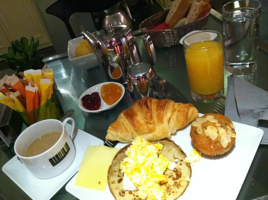 Hotel Design Sorbonne : Continental breakfast