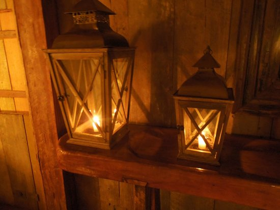 UXUA Casa Hotel & Spa: Candles light the way throughout the grounds