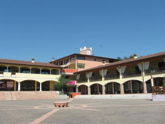 Hotel Donna Silvia: Ottima struttura a 500 metri dalla spiaggia/Lago