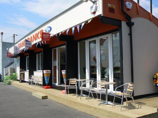 Chalkwell Beach: Sandbanks beach cafe or kiosk Great friendly place