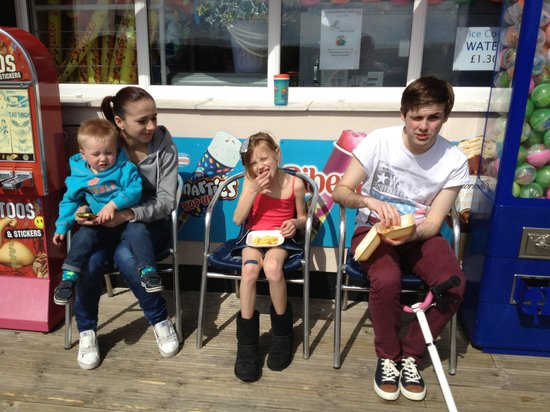 Chalkwell Beach: Outside Sandbanks kiosk where we bought our ice creams mmmmm