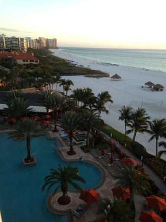 JW Marriott Marco Island Beach Resort : Great service, wonderful view of the beach and awesome sunsets!!