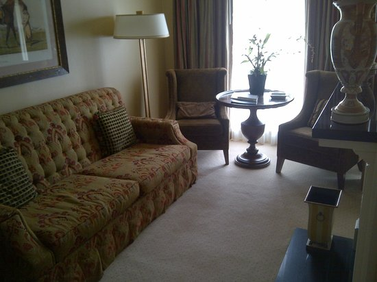 Phoenix Park Hotel: Sitting room with fireplace