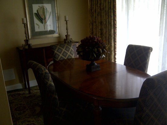 Phoenix Park Hotel: Large gathering room in suite
