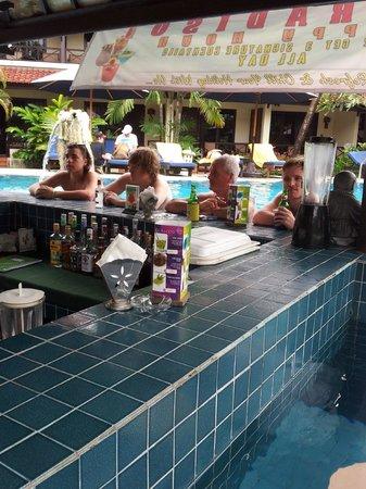 Legian Paradiso Hotel : Pool bar