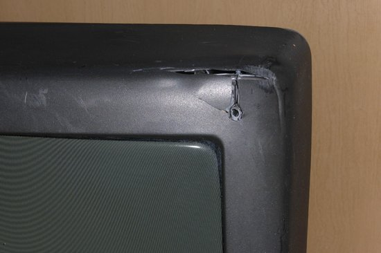 Econo Lodge  Inn & Suites Maingate Central: A battle scar gashed in the TV (old style, non HDTV)
