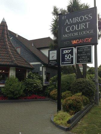 Amross Court Motor Lodge: outside