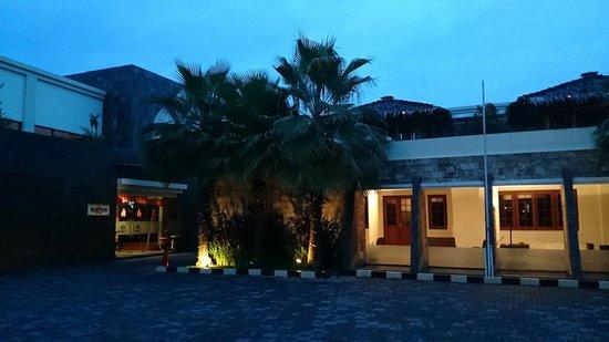 Gowongan Inn: Reception tampak dari luar...
