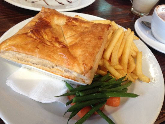Caffe Clifton: Pie for lunch. Only 5 pounds!