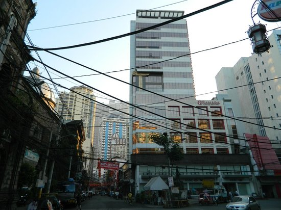 Ramada Manila Central: A nice hotel in a modest area