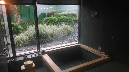"""Hotel Royal Chiao Hsi: Private """"aroma spring"""" bath house"""