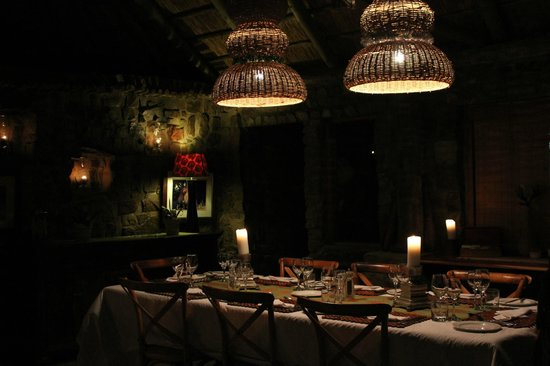 HillsNek Safaris, Amakhala Game Reserve: The beautiful dining room