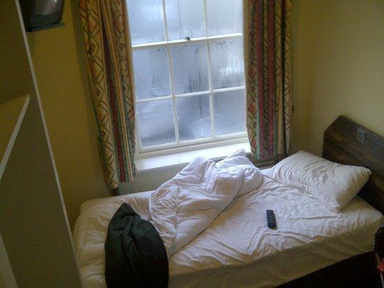 Ferryman Hotel: room 9