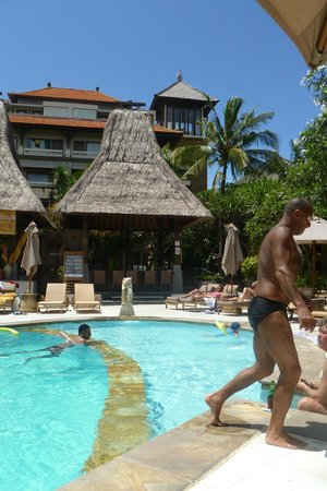 Ramayana Resort & Spa: Pool bar