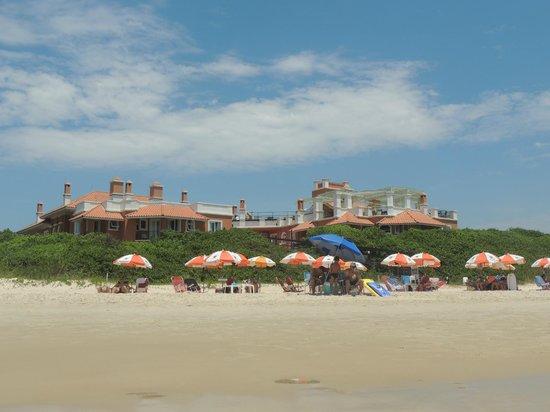 Pousada Tortuga: Vista de la posada desde su playa