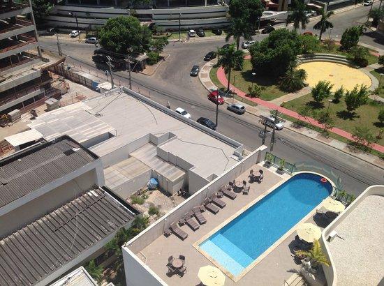 Mercure Salvador Pituba: piscina vista do apto 804