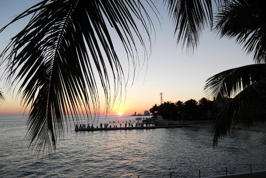 Southernmost Beach Resort : View of the sunset from room 618