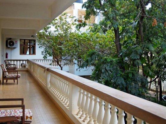 Bristol Cottages Kilimanjaro: second floor veranda looking into the courtyard