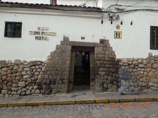 Hotel Rumi Punku: Front entrance