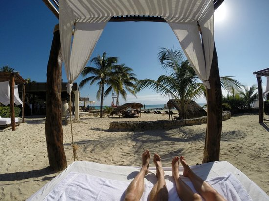 Viceroy Riviera Maya: Swinging daybeds under canopy