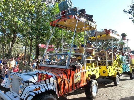 Disney's Animal Kingdom: Mickey's Jammin' Jungle Parade