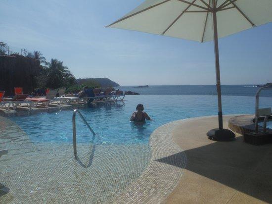 Azul Ixtapa Grand Spa & Convention Center: infinity pool