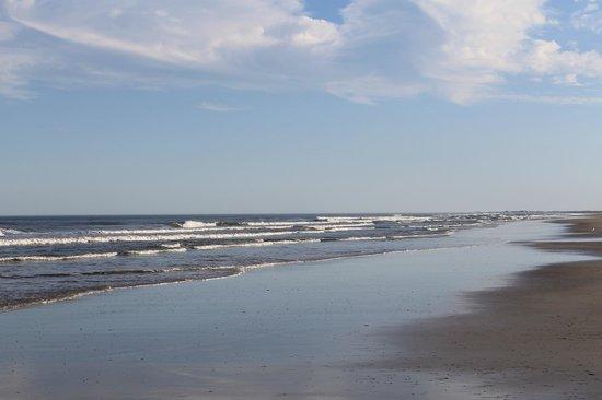 Little Talbot Island State Park: Calm waves
