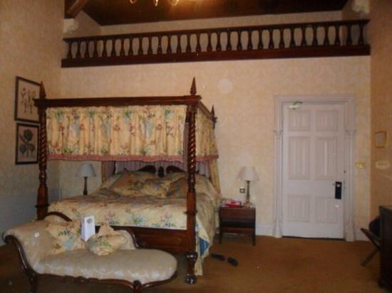 Ashford Castle: comfy bed