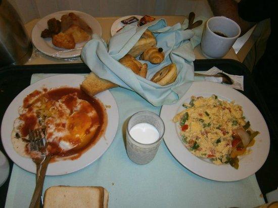 Golden Shores Crown Paradise : Ovos mexicanos de café da manhã no quarto, tem que ter muita fome! Delicioso!